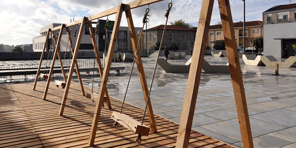 Moradavaga, Swing, 2012. Guimarães, Portugal. Image courtesy of the artists.